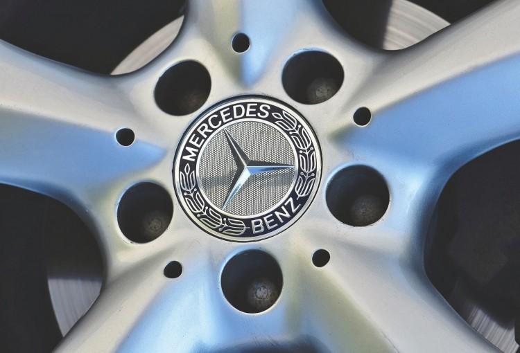 Lopott Mercedes miatt kerültek bajba Nyíregyházán