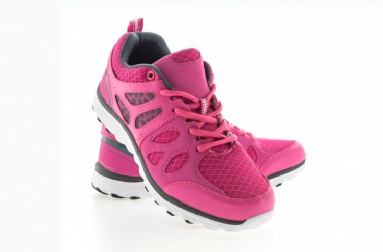 Öt pár sportcipőt lopott a boltban egy kabai nő
