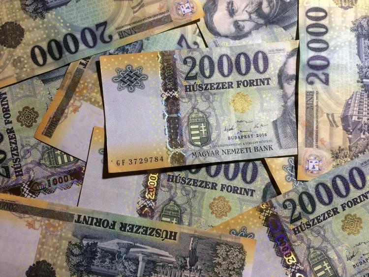 Történelmi mélyponton a forint árfolyama