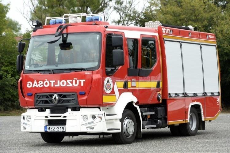 Tűzoltókat kellett hívni egy újfehértói ház teraszára