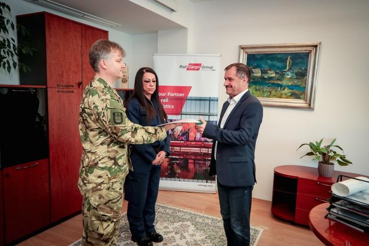 A tiszavasvári Alkaloidánál is feltűntek a katonák