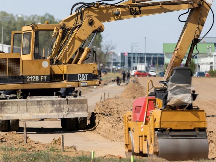 Halad az útépítés a nyírbátori ipari parknál