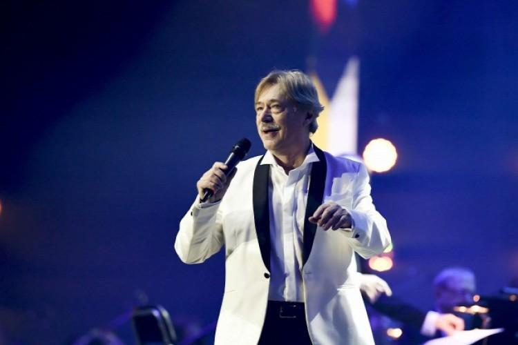 Immár 75 éves a népszerű énekes, zenész