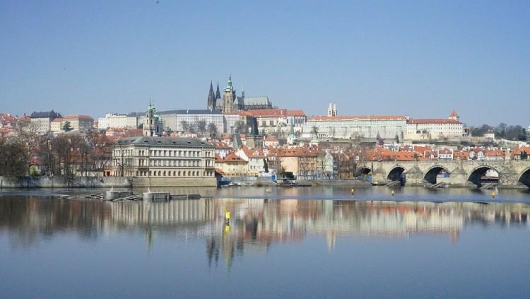 Koronavírus: a szigorításokon enyhítenek a csehek, nyitnak az iskolák
