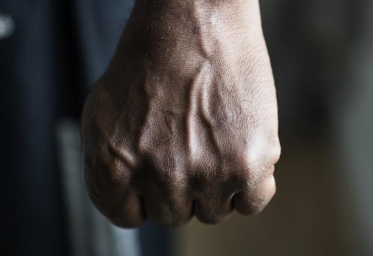 Kocsmai verekedésből kifosztás és börtön Nyíregyházán