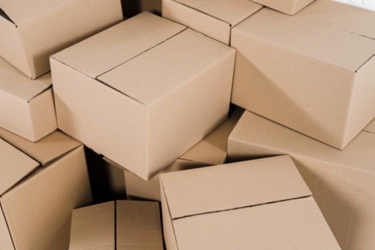 Százezer dobozt tároltak Encsen az orgazdák