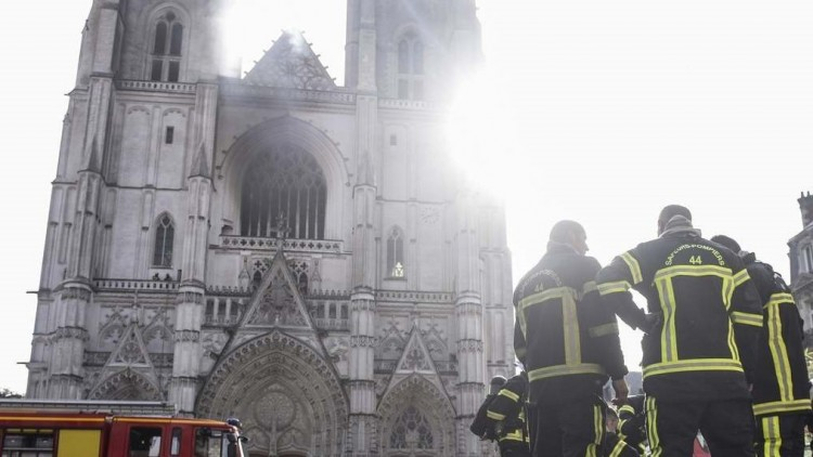 Tűz a lenyűgöző nantes-i katedrálisban