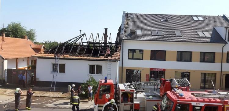 Tűz Nyíregyházán: egy társasház is veszélyben + Frissítve