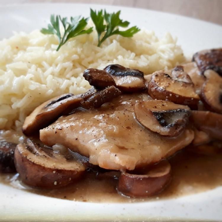 Recept: sertéssült gombamártással, rizzsel