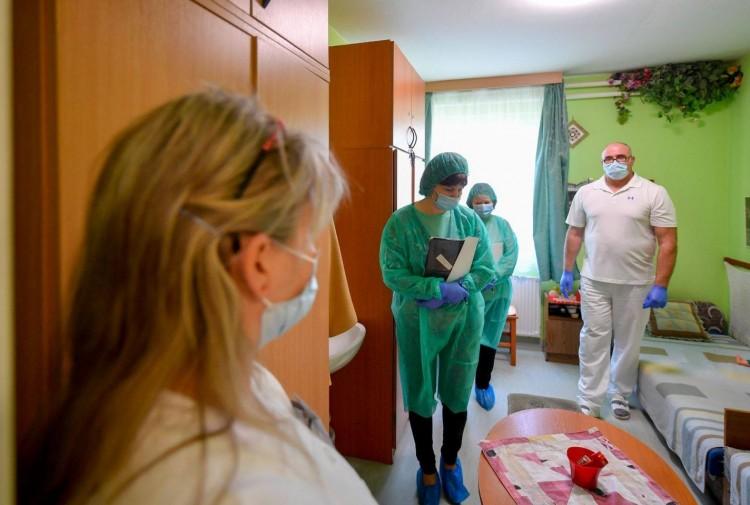 A háziorvos teszt nélkül is minősíthet fertőzöttnek