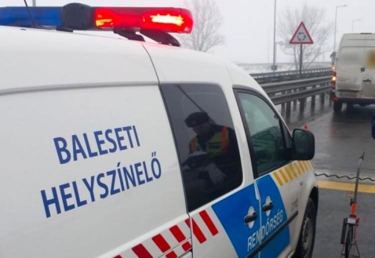Karambol Nyíregyházánál: feszítővassal szabadították ki az utasokat