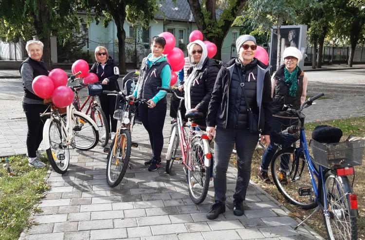 Léggömbökkel üzentek a mátészalkai biciklisek