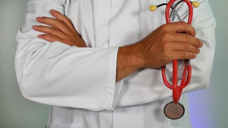 Debrecenben folytatódik a vesztegetéssel vádolt szabolcsi háziorvos ügye