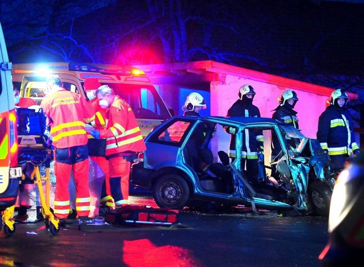 Kamion és autó karambolozott a 38-as főúton – egy ember meghalt
