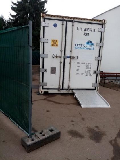 Halotthűtő konténerek érkeztek Nyíregyházára