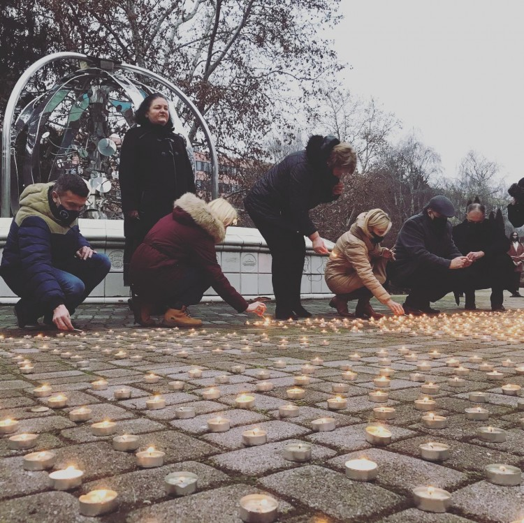 Ezer mécses égett Nyíregyházán az áldozatokért + FRISSÍTVE