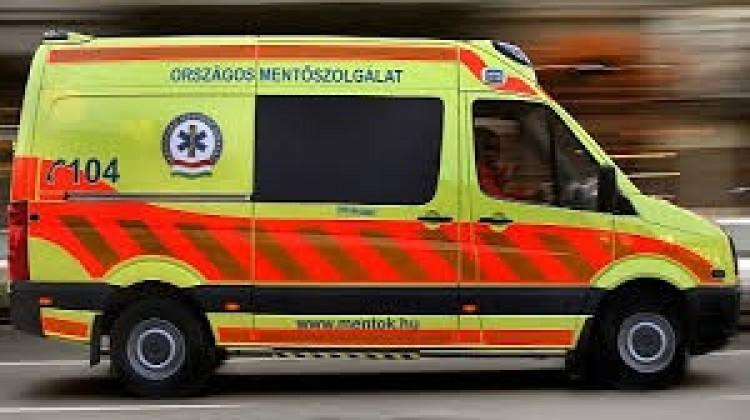 Mentőt is hívtak az Újfehértó közelében történt balesethez