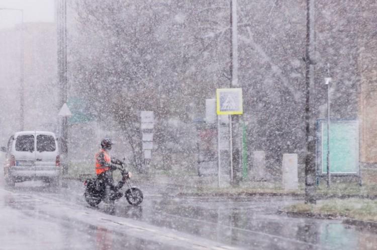 Még télen sem volt ilyen intenzív havazás Nyíregyházán!