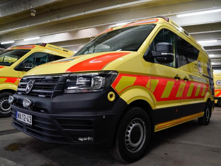 Két embert kórházba vittek a nyíregyházi baleset után