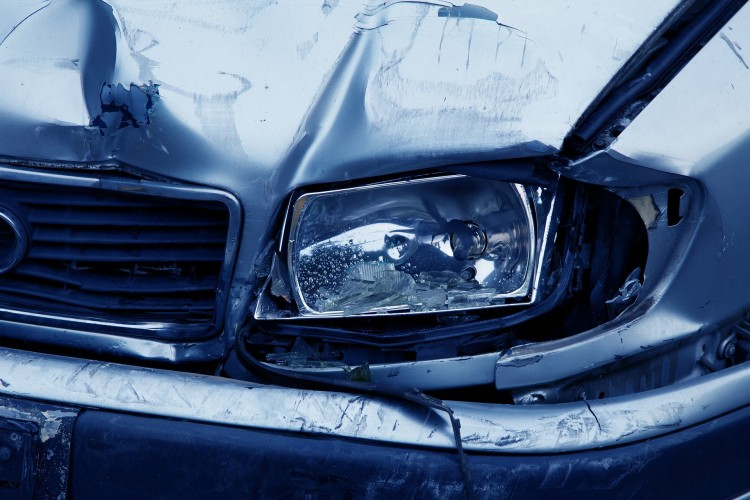 Összeütközött két autó a 4-es főúton, Dögénél