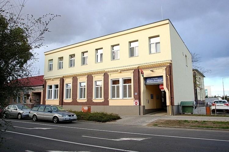 Cserélik a régi és az új SZTK ablakait Nyíregyházán
