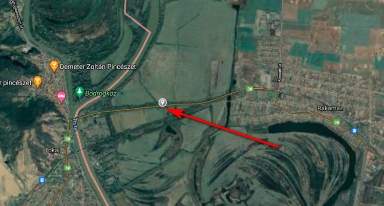 Motor és autó ütközött Tokaj és Rakamaz között