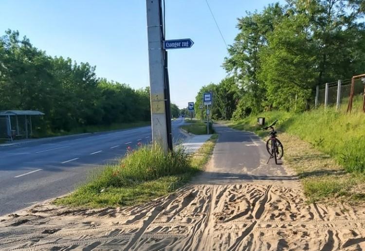 Új homokozó Nyíregyházán? Nem, ez a bicikliút Nyírszőlős felé