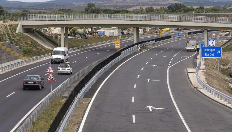 Itthon: 35 évre magánkézbe adnák a gyorsforgalmi úthálózatot