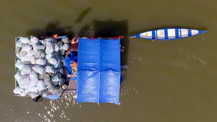 Saját építésű hajókkal tisztítják meg a Tisza felső szakaszát