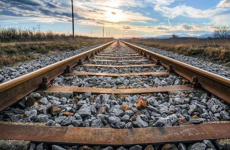 Vonattal ütközött egy személyautó Nyírmadánál