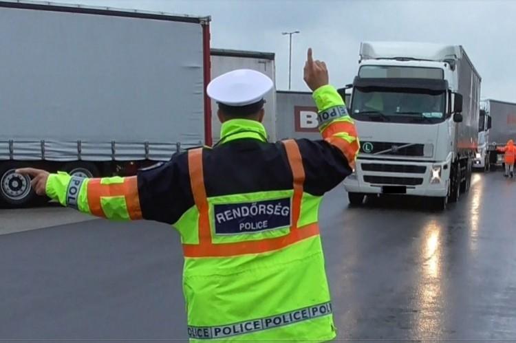 Büntettek is a rendőrök az M3-as szabolcsi szakaszán