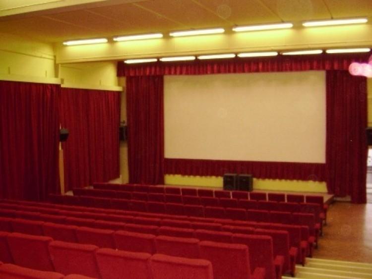 Némi módosítás egy nyíregyházi mozi műsorában