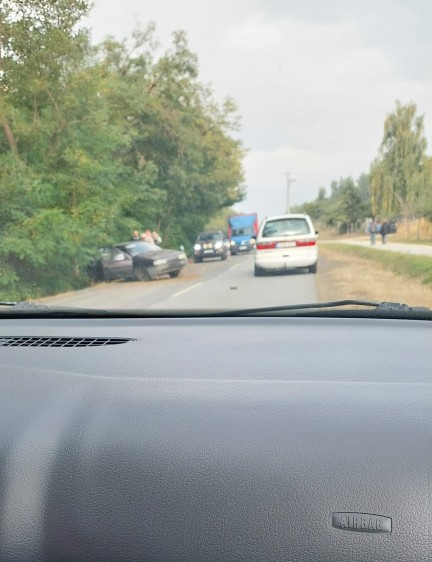 Nyírbogdánynál autó az árokban